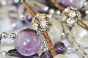 femme, chaîne, amour, cadeau, Macro, perle, Fermer, éclat, Collier, bijoux, décoratif, beau, améthyste, détail, brillant, perle, Strass, perles, bijoux, gemme, Gemmes, Strass, Schmuckdesign, collier de perles, des billes de verre, Bijoux fantaisie, Accessoires de mode